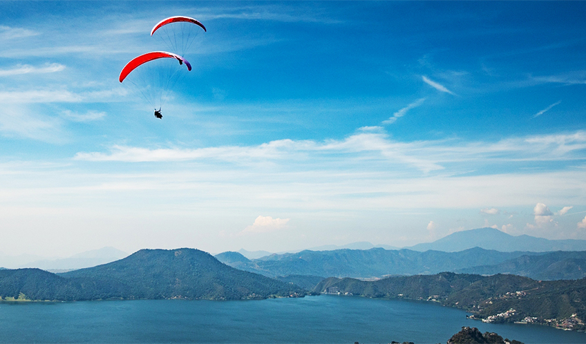 Paragliding over the Valle de Bravo Lake